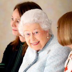 Spotted ! La reine Elisabeth II, aperçue au premier rang d'un défilé