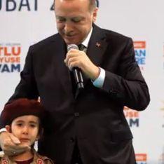 Erdogan incite une petite fille à mourir en martyr et le public applaudit (Vidéo)