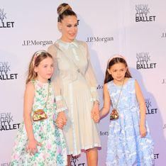 Sarah Jessica Parker foule le tapis rouge avec ses jumelles et elles ont bien grandi !