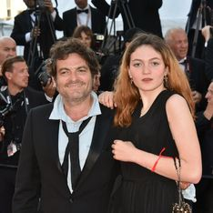 Billie Chedid, la fille de M monte les marches pour la première fois avec son père