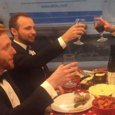 Ils mangent une raclette dans le métro et créent le buzz sur la Toile (vidéo)