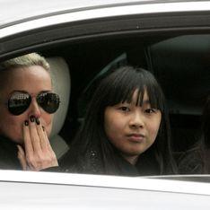 Tout sourire, Laeticia Hallyday et ses filles rendent hommage à Johnny (photo)