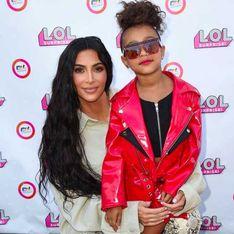 Kim Kardashian assiste au premier défilé de sa fille de 5 ans (Photos)