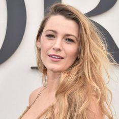 A Paris, Blake Lively fait sensation dans une robe toute en transparence