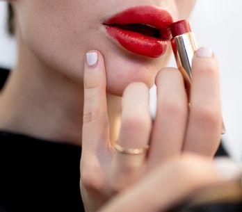 7 erreurs que l'on fait tou.te.s avec notre rouge à lèvres