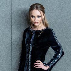 Lily-Rose Depp, ultra chic en petite robe noire et talons aiguilles