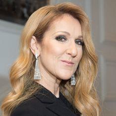 Mini-robe en cuir et bottes à plumes, le nouveau look improbable de Céline Dion