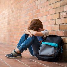 Honteux ! Une institutrice traîne un enfant autiste au sol pour le calmer
