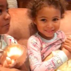 Sur les réseaux sociaux, la vidéo de ces deux petites filles en train d'allaiter fait polémique