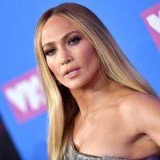 Trop musclée ? En bikini, Jennifer Lopez divise sa communauté (Photos)