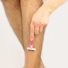 WTF ? Elle se fait lyncher car elle refuse de se raser les jambes (Photos)