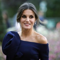 Letizia d'Espagne adopte un look très printanier avec une robe fleurie (photos)