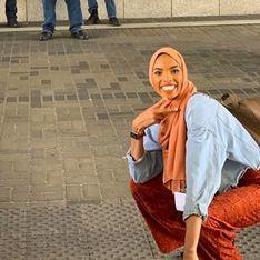 Une femme musulmane ridiculise des islamophobes en posant devant eux (photo)