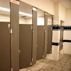 Pendant 3 ans, il épiait ses collègues féminines dans les toilettes