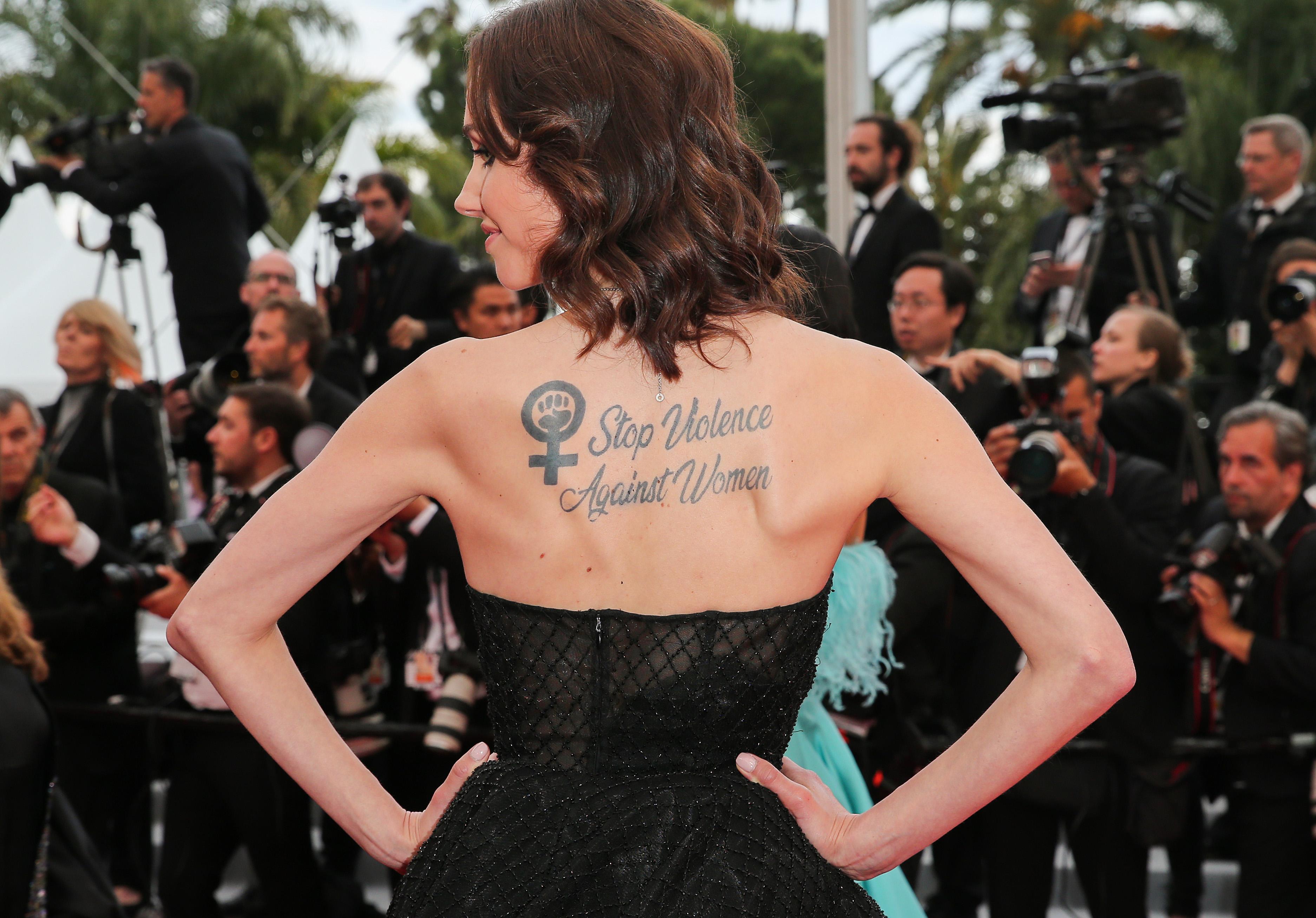 Sand Van Roy, l'actrice qui accuse Luc Besson de viol affiche un message fort à Cannes