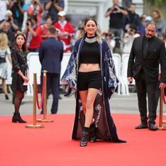 Marion Cotillard rock'n'roll en crop top et mini short sur le tapis rouge