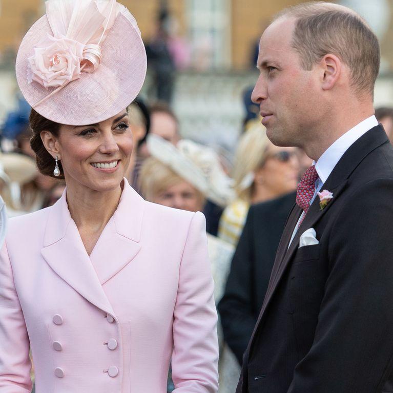 20c4ea9e32fa Il look rosa pastello di Kate Middleton al Garden party ci fa sognare