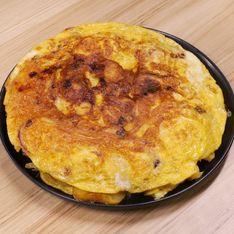 Frittata di patate e cipolle in padella: la ricetta per una tortilla alta e gustosa!