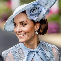 Kate Middleton fait sensation dans une robe bleue transparente signée Elie Saab