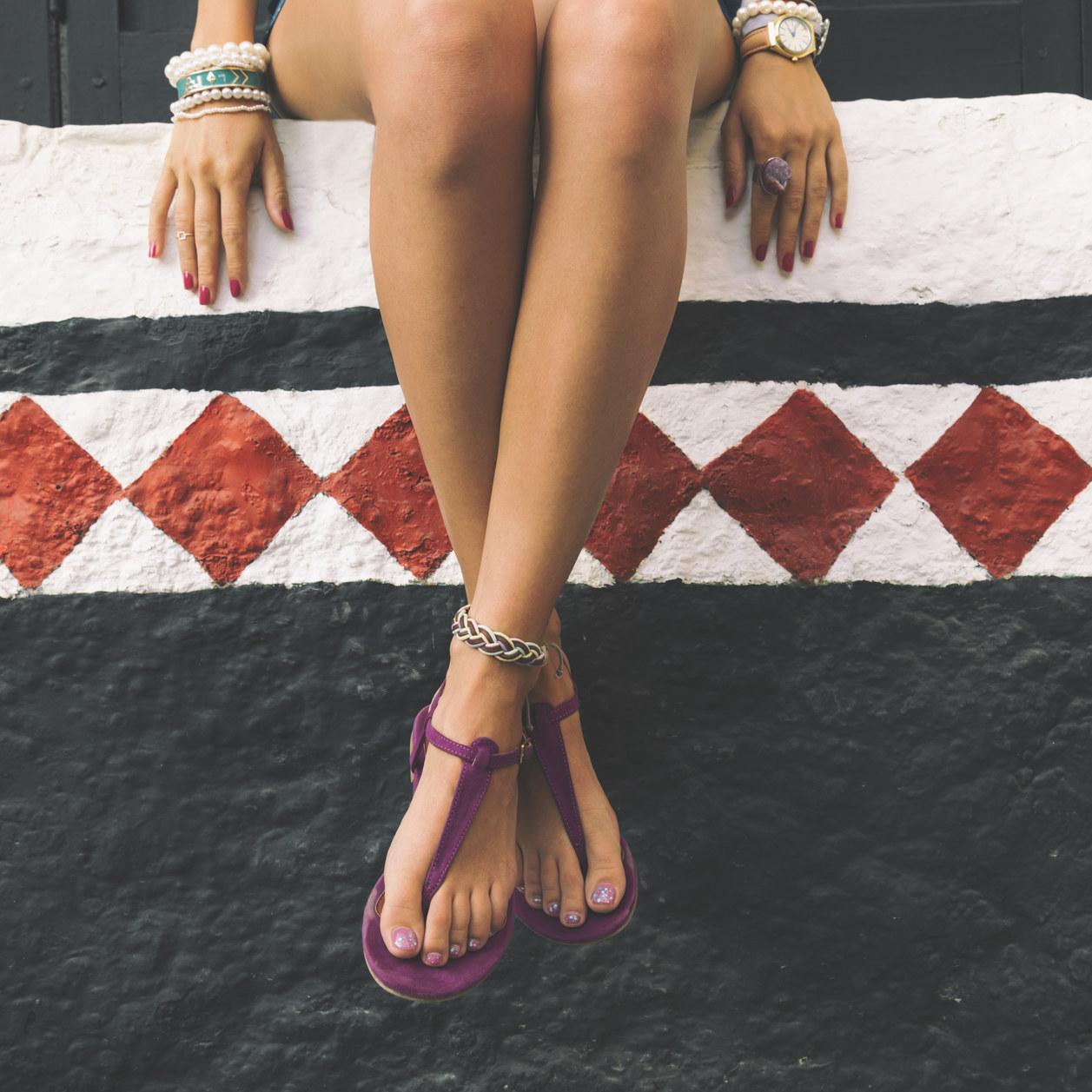 Pronta per partire? Ecco i sandali firmati in offerta perfetti per le vacanze!