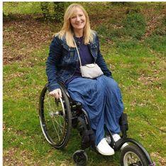 Une femme en fauteuil roulant affirme qu'un restaurant lui a refusé l'accès à sa terrasse