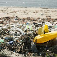 La pollution au plastique sur les plages, nouveau cheval de bataille du gouvernement