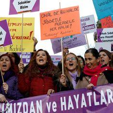 En Turquie, une manifestation dénonce les violences faites aux femmes