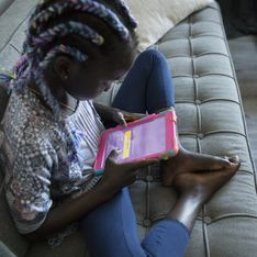 Cette fillette a été privée de photo de classe à cause de ses tresses colorées