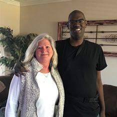 Elle adopte un homme atteint d'autisme pour qu'il puisse recevoir une greffe du coeur