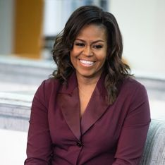 Michelle Obama nous laisse sans voix dans cette somptueuse robe en satin jaune