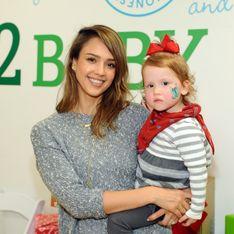Adorable ! Jessica Alba se fait maquiller par sa fille de 8 ans