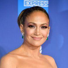 Jennifer Lopez s'affiche dans une incroyable robe fleurie dotée d'une longue traîne