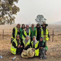 Des Australiennes apportent de l'eau et des repas aux pompiers épuisés par les feux