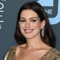 Anne Hathaway resplendissante dans une robe dorée