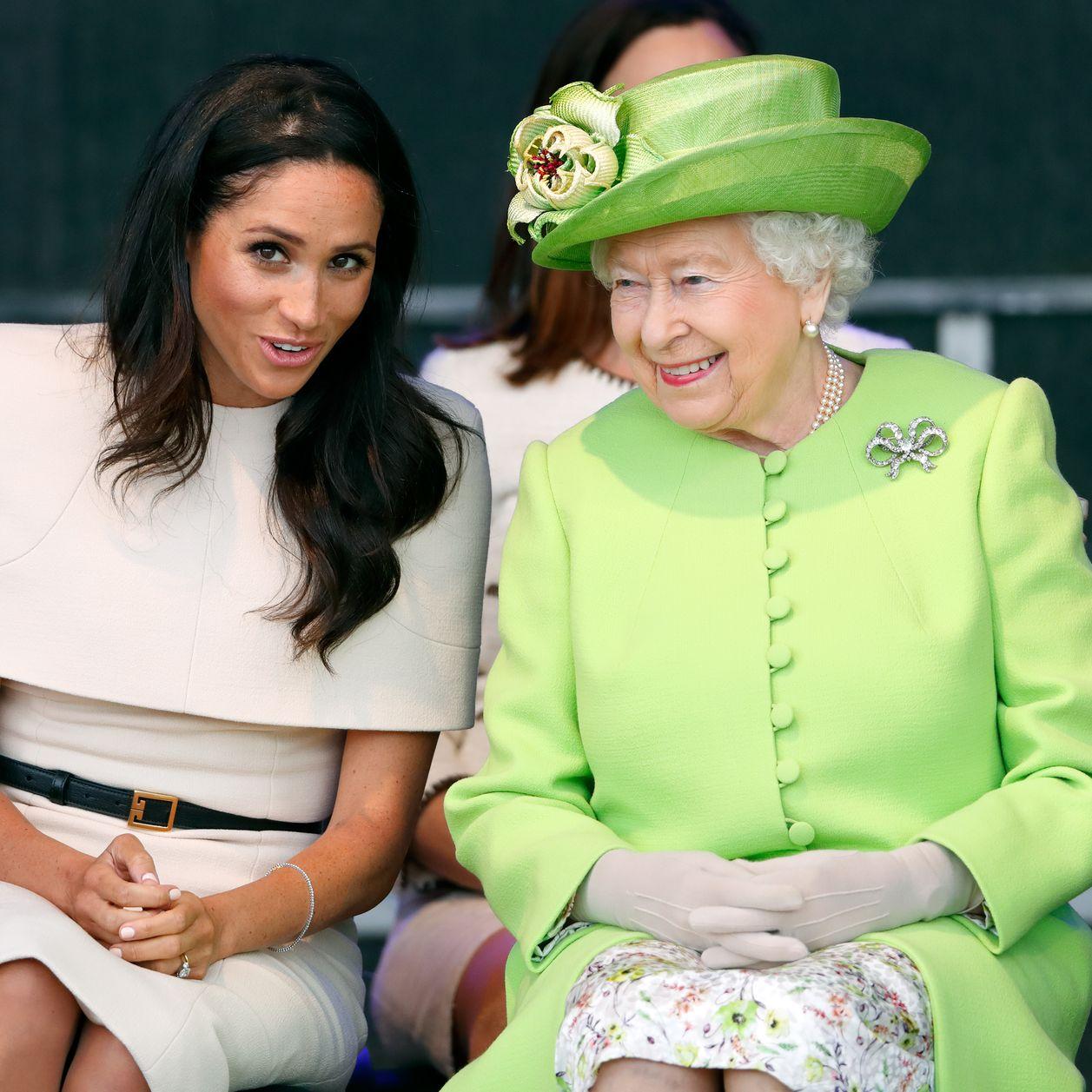 """Elizabeth II soutient le choix de Harry et Meghan et leur accorde une """"période de transition"""""""