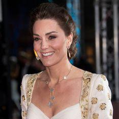 Kate Middleton, sublime duchesse dans une robe vintage blanche et dorée
