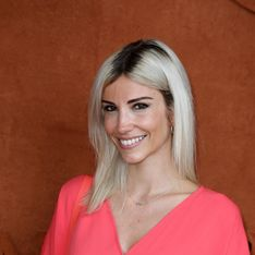 Carré brun court avec frange, Alexandra Rosenfeld opte pour un changement radical
