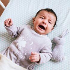 Warum weint mein Baby im Schlaf? Ursachen und hilfreiche Tipps