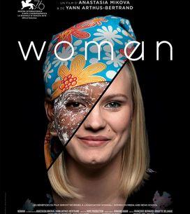 Les femmes du monde entier prennent la parole dans Woman