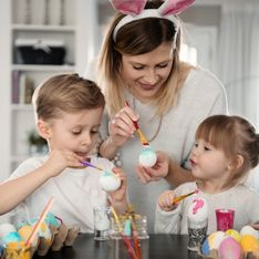 Décorer des oeufs de Pâques avec les enfants