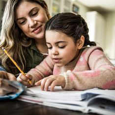 En moyenne, les parents consacrent plus de 4 heures aux devoirs des enfants
