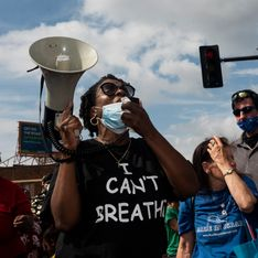 Indignation aux Etats-Unis après le décès d'un homme noir étouffé par la police