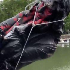 La statue d'un marchand d'esclaves jetée dans une rivière