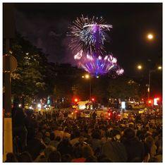 Des milliers de personnes ont assisté au feu d'artifice de la Tour Eiffel malgré le Covid-19