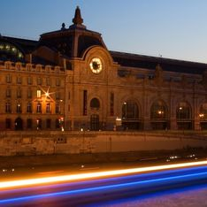 Interdite de rentrer au musée d'Orsay à cause de son décolleté, Jeanne réclame des excuses