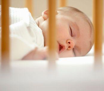 Culla co sleeping: quale scegliere per dormire accanto al tuo bebè