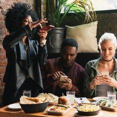 Le smartphone à table : et si on l'éloignait pour manger mieux ?