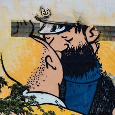 Polémique à la Manif pour Tous : la police sort violemment deux hommes qui s'embrassent