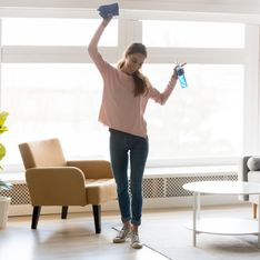 Come pulire i vetri: 5 trucchi per riuscirci senza lasciare traccia