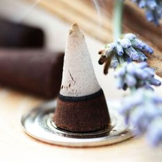 Räucherkerzen selber machen: Duftes DIY für Hobby-Hexen